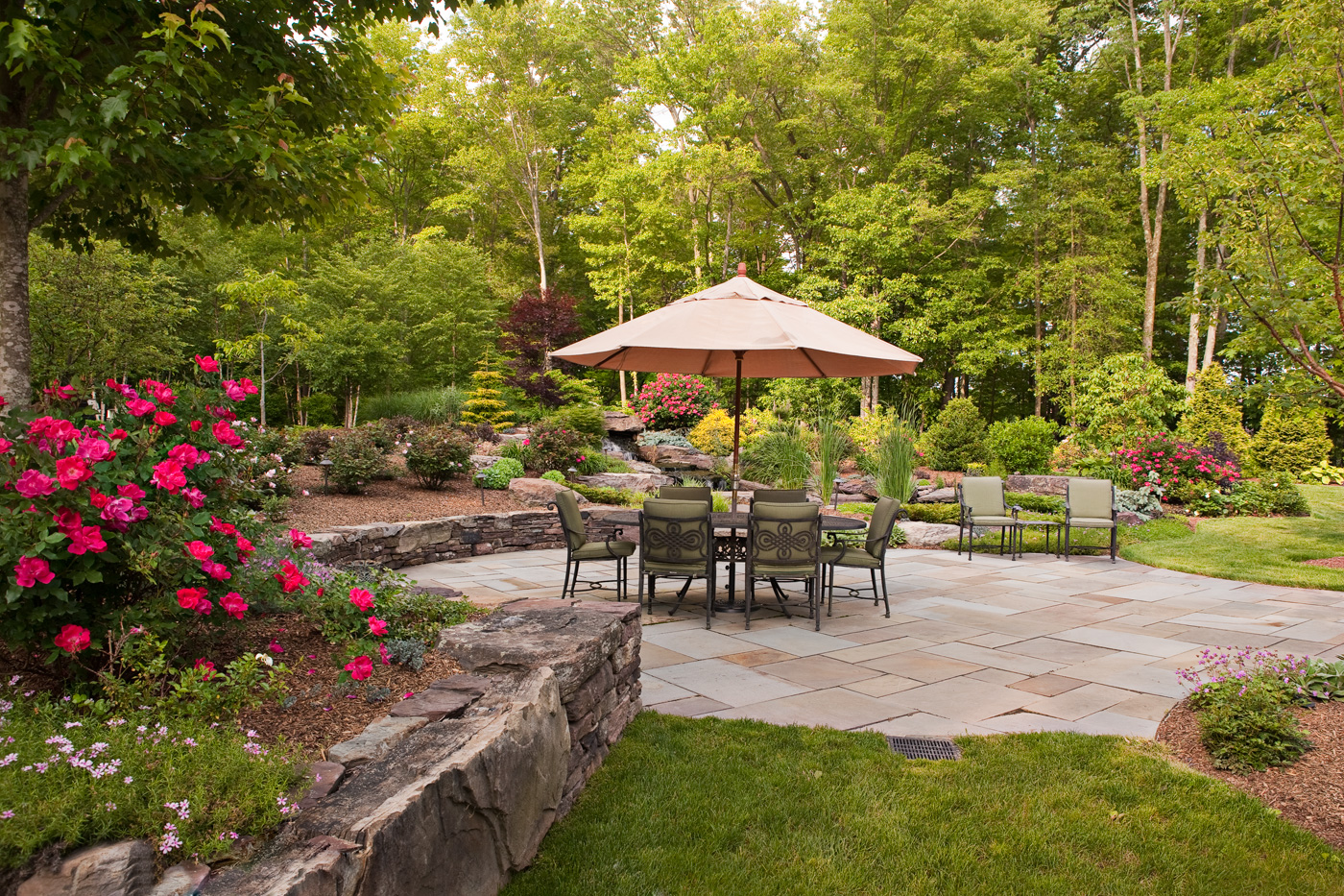 Backyard patios buchheit construction for Small patio landscaping