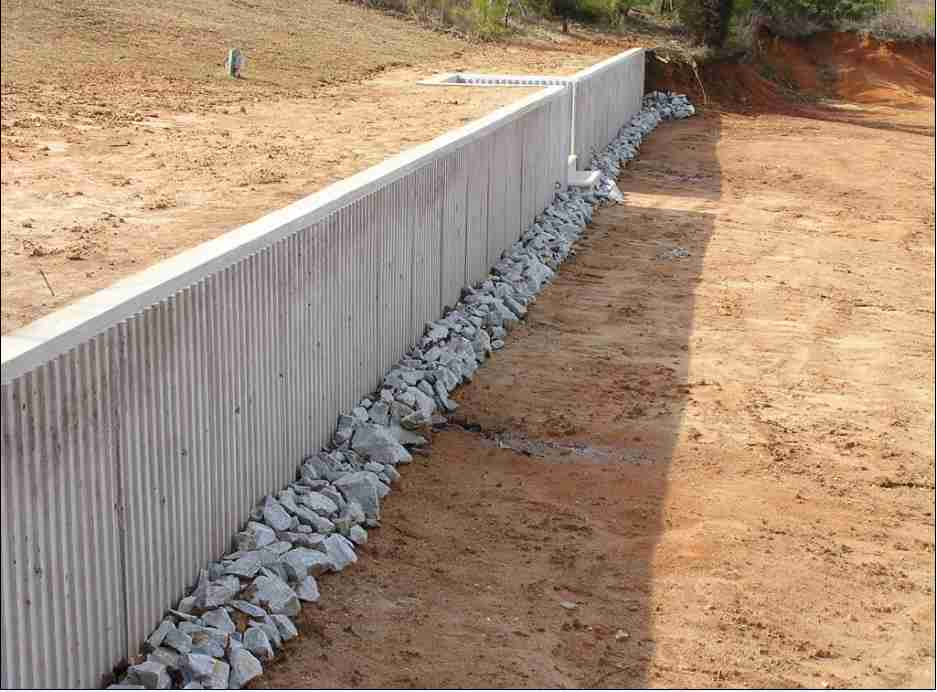 Concrete retaining wall gallery archives buchheit for Poured wall foundation